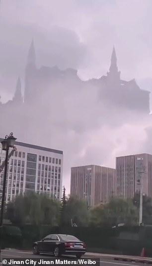 """Vídeo: Um """"castelo fantasma"""" aparece no céu sobre a China."""
